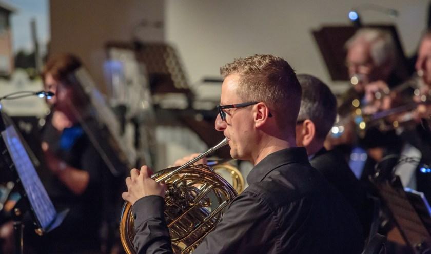 Voorzitter Erwin Veldhuizen tijdens een concert