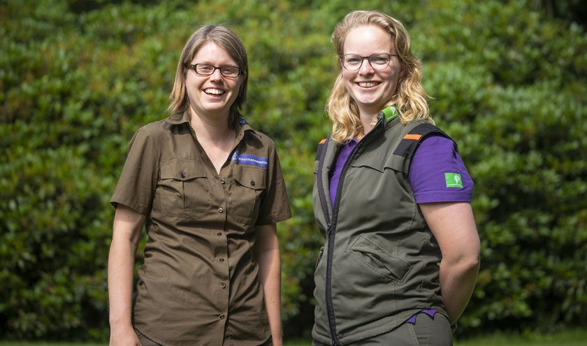 Boswachters Ellen Luijks en Lydie van Santen.