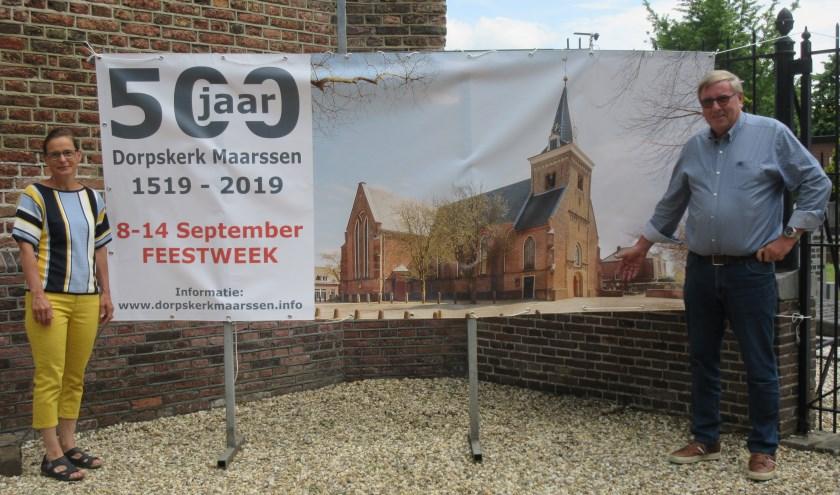 Gea Wulder en Henk van Dam van de commissie 500 jaar Dorpskerk. Tekst en foto: Ria van Vredendaal