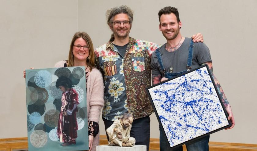 De winnaars van het Kunstcongres West tonen hun werkin het CAK aan de Prinses Beatrixlaan. (Foto: Evert van de Worp)