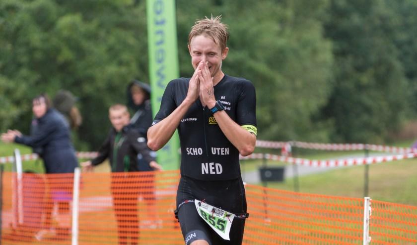 Daan Schouten won zondag bij de Rutbeek Triathlon de nieuwe afstand, de 1/3e triatlon.
