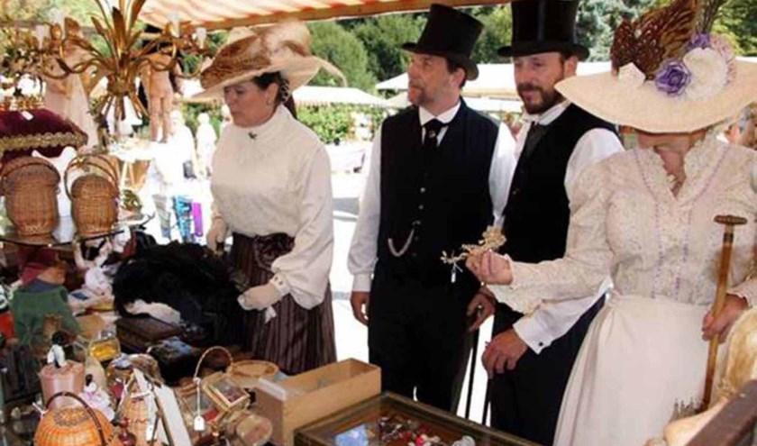 De Montmartremarkt op het Singraven biedt kunst, antiek, brocante en boeken. Huis en park zijn ook open.