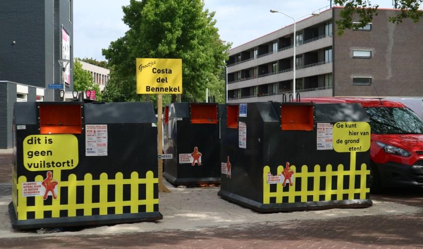 De bewoners worden met hun neus op de feiten gedrukt. Er zwerft behoorlijk wat afval door de straten.(Foto: Boyscout Designer).