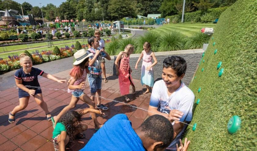 Zwemmen, met water spelen en ravotten in de speeltuin favoriete vakantieactiviteiten.
