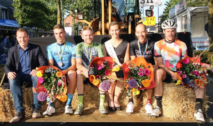 Van links naar rechts: Wout Verbeek, eindwinnaar Kempencup Dirk Jansen, Sem Elders en Teun van Poppel. (Foto: Theo van Sambeek)