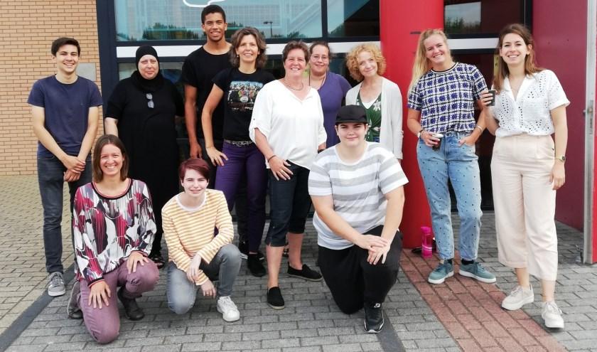 Elk jaar is er een nieuw team. Enige constante is directeur Channa Woudenberg (midden, in het wit).