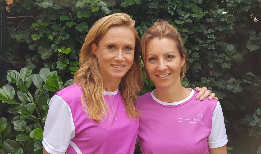 Merel de Knegt, ud-Nederlands kampioene 10 kilometer en ambassadeur van de Tilburg Ten Miles ladies run, en Iris Rijsdijk, samen in het Team Iris