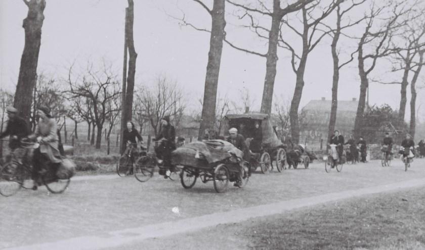 Er zijn unieke, nog nooit gepubliceerde foto's, van trekkers op de Harderwijkerweg.
