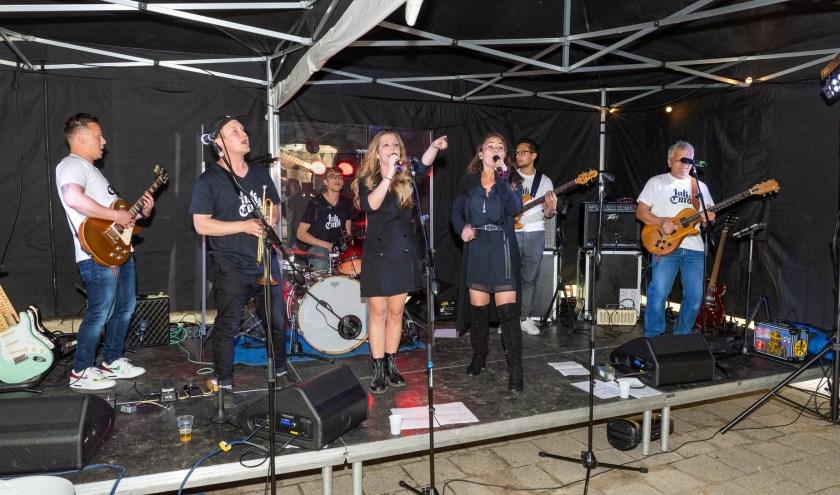 Dad & The Studs speelt in de muziektent van Dorpsbehoud op vrijdagavond 30 augustus. (foto: pr)