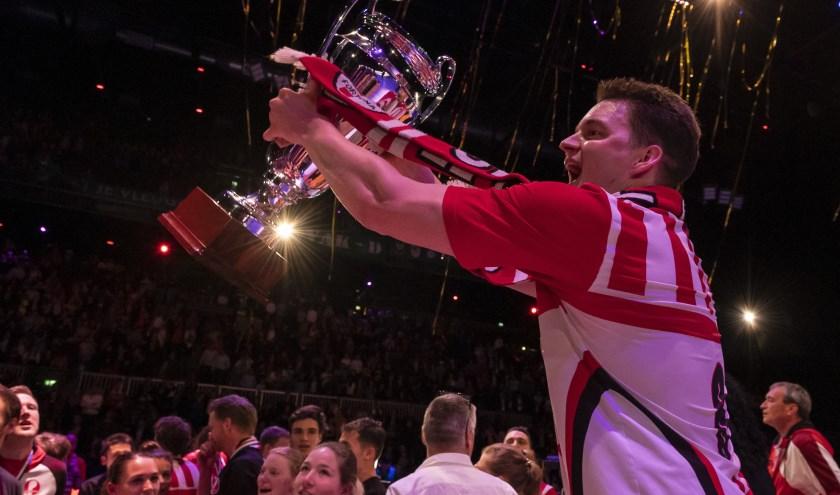Marcel Segaar na het winnen van de Korfbal League in de Ziggo Dome (foto: Winanda van Zwamen)