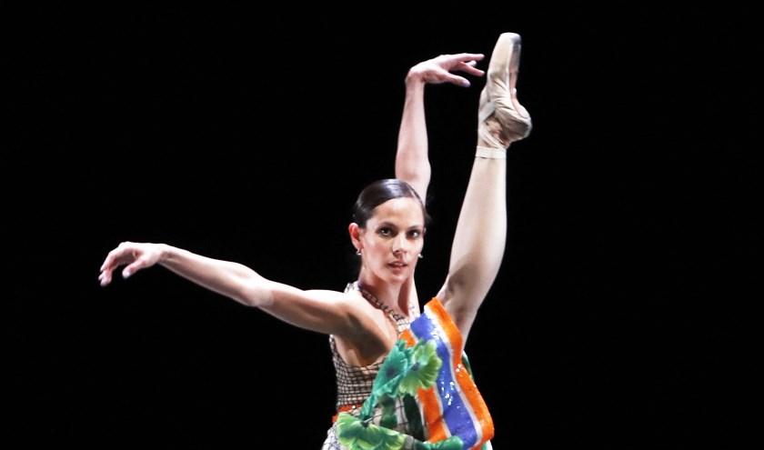 Igone de Jongh van Het Nationale Ballet danst in een ontwerp van Jan Taminiau (2016). (Foto: Hans Gerritsen)