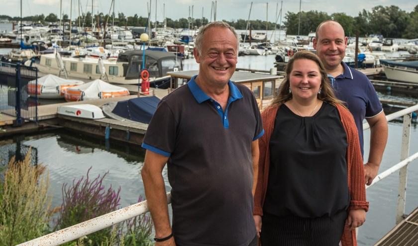 Vlnr. Ad van Uden, Joyce van Ooijen en Alfred Rurainski. (Foto Berco Buter)