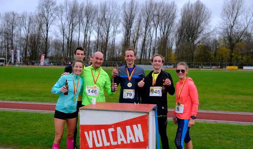 Bij de eerste editie van de Vulcaan halve marathon, stond ook Arnout Hoekstra(derde van recht) aan de start. De Vlaardinger was toen nog in de race voor een zetel in het Europese Parlemen (Foto Koen Klunder).