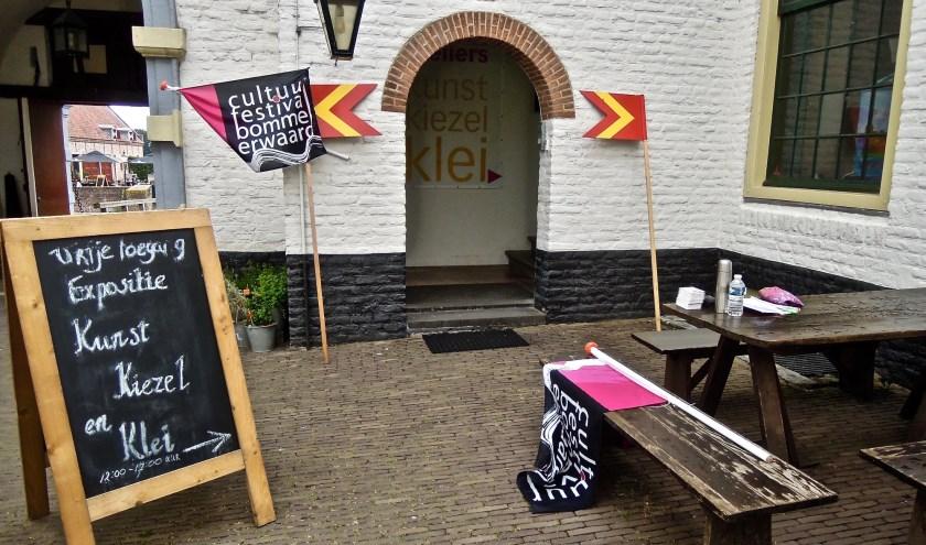 De overzichtstentoonstelling met werk van alle kunstenaars is te vinden in de Oostvleugel van Kasteel Ammersoyen.
