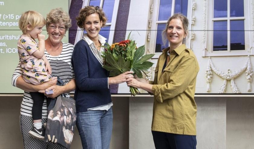 Mieke Brinkhuis uit Veenendaal en haar dochter Nadine en kleindochter Anna Kolenbrander (3) uit Den Haag waren de gelukkigen.