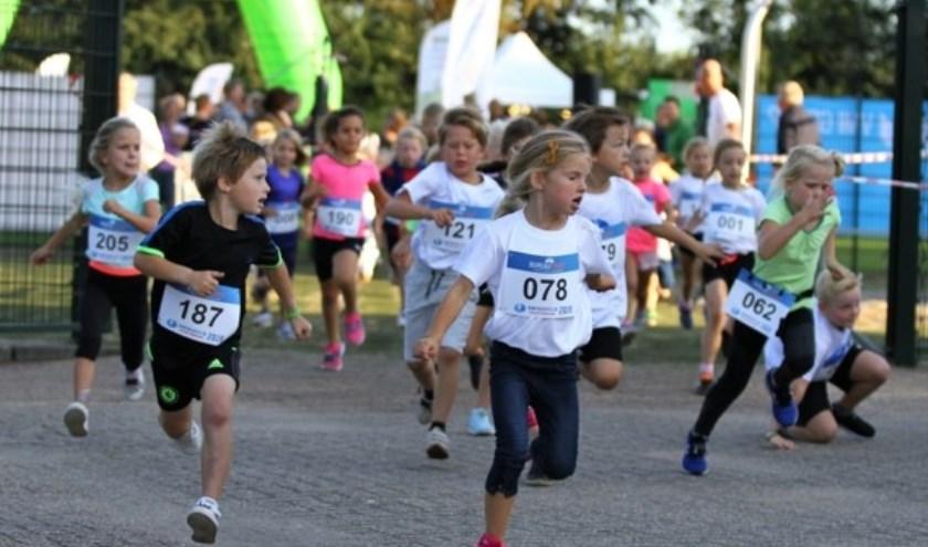Enthousiaste jongere vlak na de start.