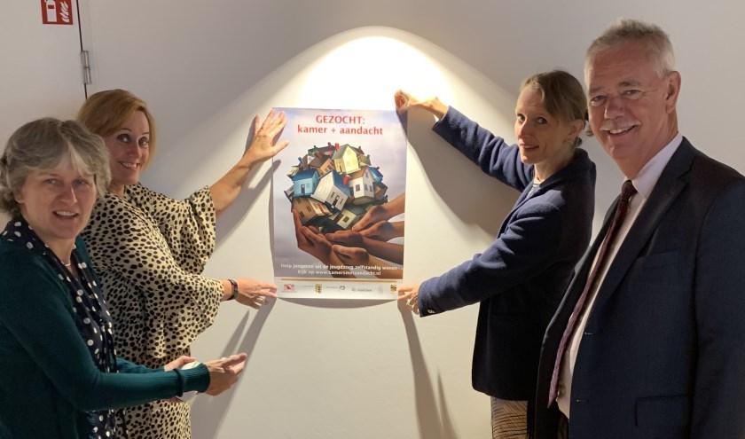 Wethouders Jana Smith (Houten), Ellie Eggengoor, Marieke Schouten (Nieuwegein) en Johan van Everdingen (Lopik) starten de zoektocht naar 'Kamers met Aandacht'.
