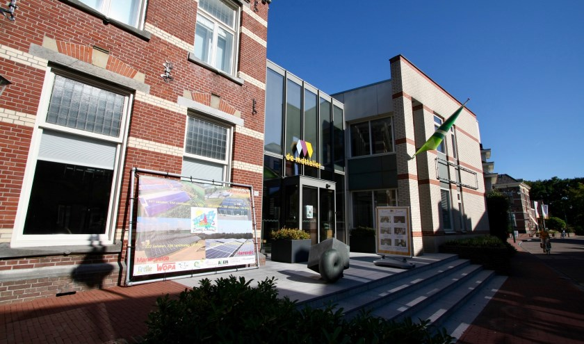 De energiebeurs werd gehouden in de Mattelier. Ook op dit gebouw liggen zonnepanelen die voorzien in de energiebehoefte. Foto: Eveline Zuurbier