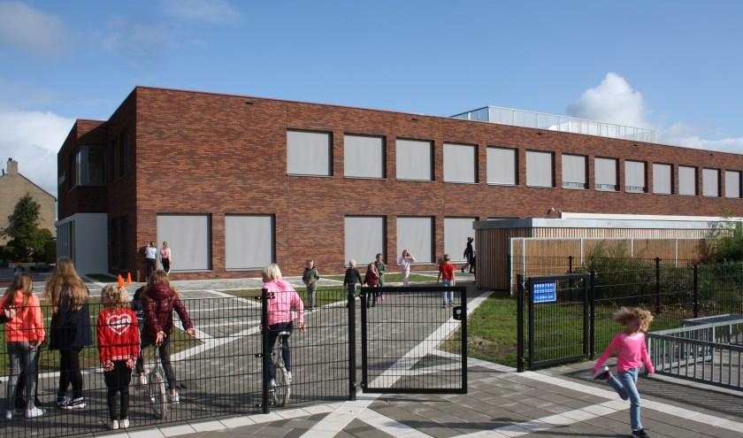 De kinderen zijn blij met het nieuwe schoolgebouw. (Foto: Mieneke Lever-Van Dieren)
