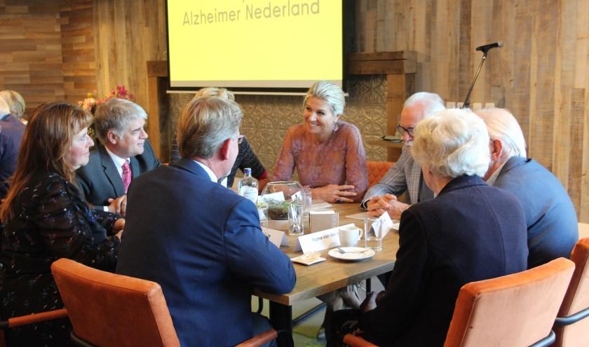 Koningin Máxima ging in gesprek met patiënten en mantelzorgers.
