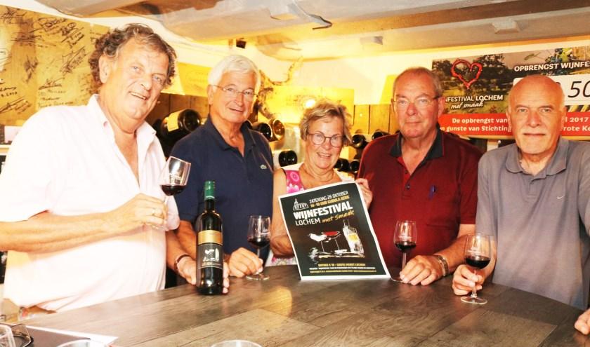 Het team 'Lochem met smaak'. Vlnr: Harry Mengerink, Ruud Veeze, Magda Mengerink, Jan Coers en Herman Kerstholt. (Foto: Arjen Dieperink)