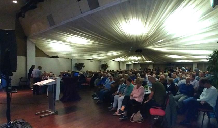 een volle zaal in Zidewinde tijdens de lezing over Dolle Dinsdag.