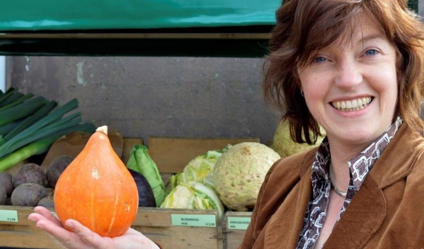 """Natuurdiëtist Nelleke Dillema: """"Ik merk dat mensen in de war raken door de verschillende visies op voeding."""" (foto: Tiemen van Dijk)"""