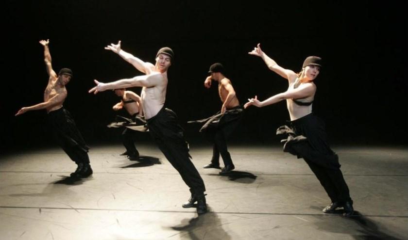 De Châtel sur Place en SALLY Dansgezelschap slaan de handen in een en creëren: (Im)pulse