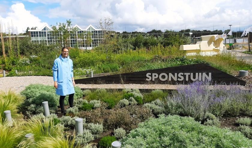 Agate Kalnpure van De Urbanisten in de experimentele Sponstuin. Foto: Nynke Vermaat