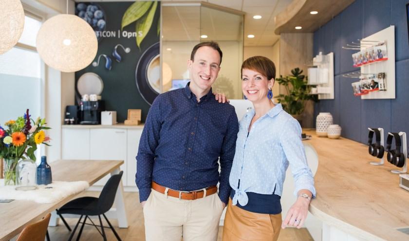 EugèneDuvaloois en zijn vrouw Mandy in de winkel die deze maand één jaar bestaat.