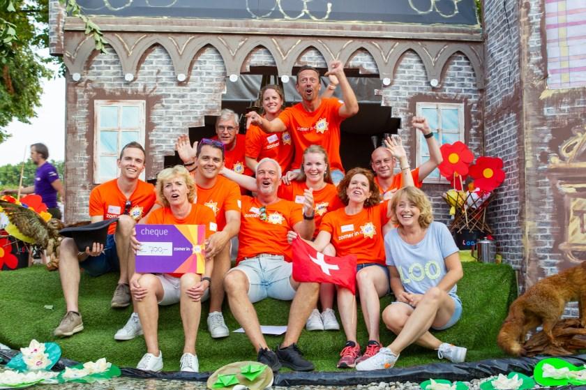 Het kleine Loo presenteerde zich geweldig in het radio- en tv-programma van Omroep Gelderland met Angelique Krüger (r).