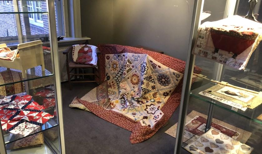 De Werkgroep Wisselexposities is volop bezig met het inrichten van de nieuwe expositie die zaterdag 28 september wordt geopend in het Rijssens Museum.