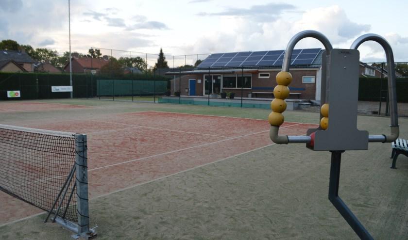 tennisveld en clubgebouw ATC.