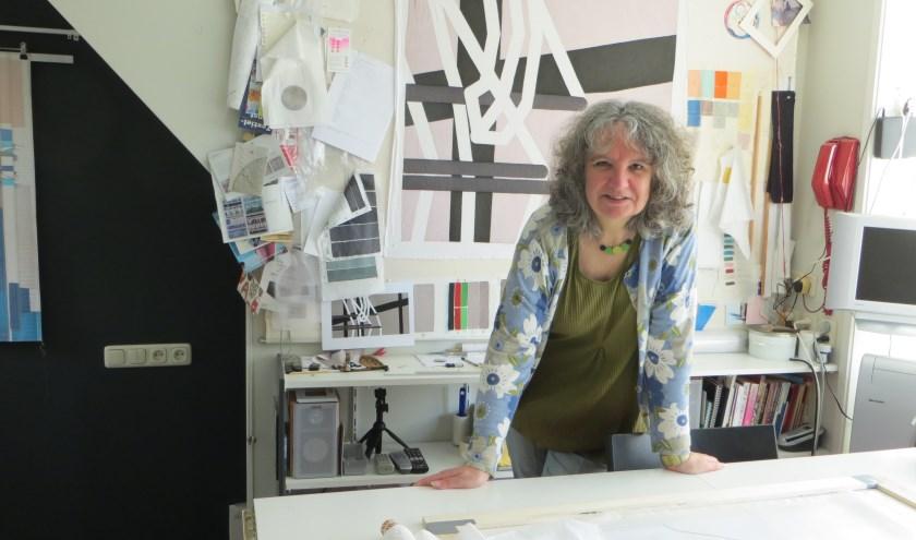 Willy brengt vele uren door in haar atelier.