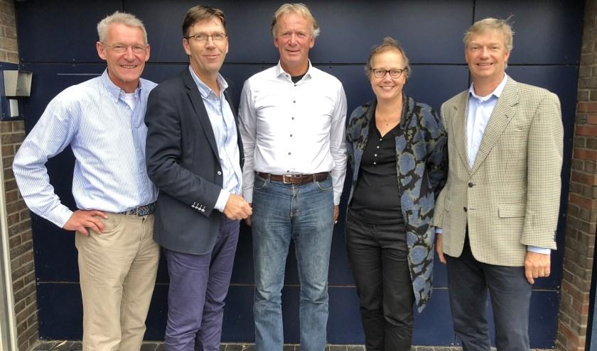V.l.n.r. Job van Niftrik (secretaris), Max Remerie, Wim Bartelts (penningmeester), Myra Kleiweg de Zwaan en Marc ter Haar (voorzitter). (Foto: pr)