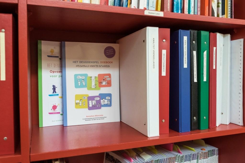 Annelies Wiersma heeft alle ideeën uitgewerkt in twee boeken, die ook nog in het Engels uitgegeven gaan worden.  Foto: Annet Eveleens © DPG Media