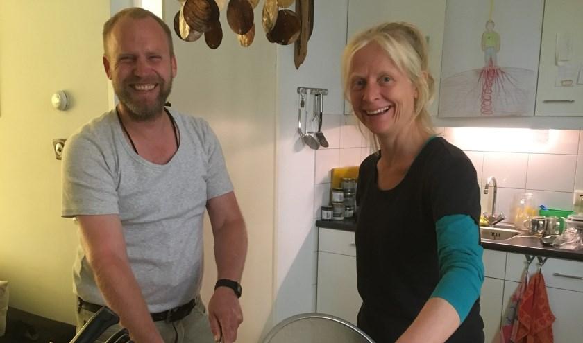 Initiatiefnemer Patrick Goossens en kookdocente Marij Verhaevert.