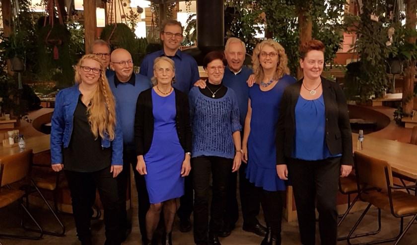 Ook nieuw zijn de tien zangers en zangeressen van Voices in Harmony.