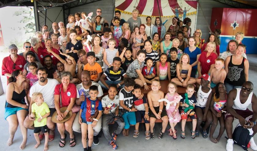 Vrolijke gezichten van de gezinnen bij het Dagje Uit naar Billy Bird in het kader van 20 jaar Humanitas. Foto: Gerard Brands.