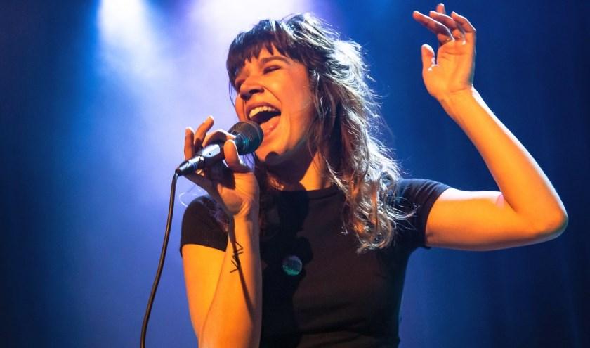 Roos Blufpand is een van de artiesten die optreedt tijdens 'Herftstooi: Happy Toghether'.