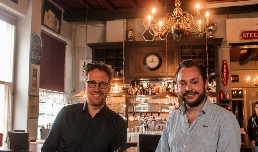 Wietse de Boer (links) en Ruben van de Belt van de ChristenUnie Zwolle organiseren het Klimaattwijfelaars Café