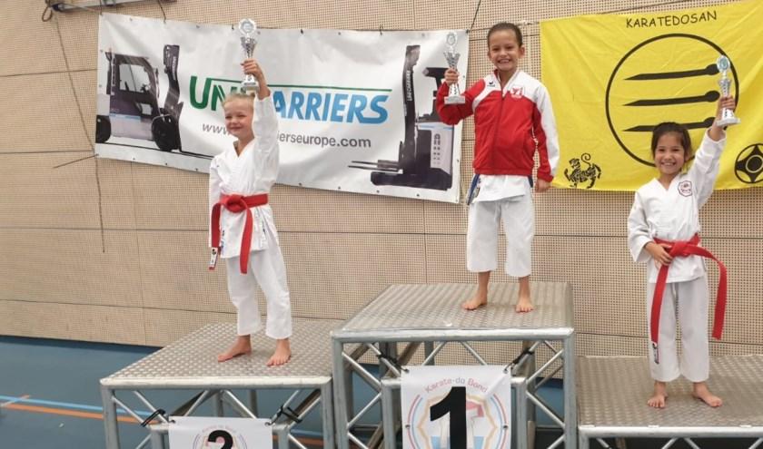 Links op de 2e plaats Erin Bout en rechts op de 3e plaats Nina Ekkelenkamp