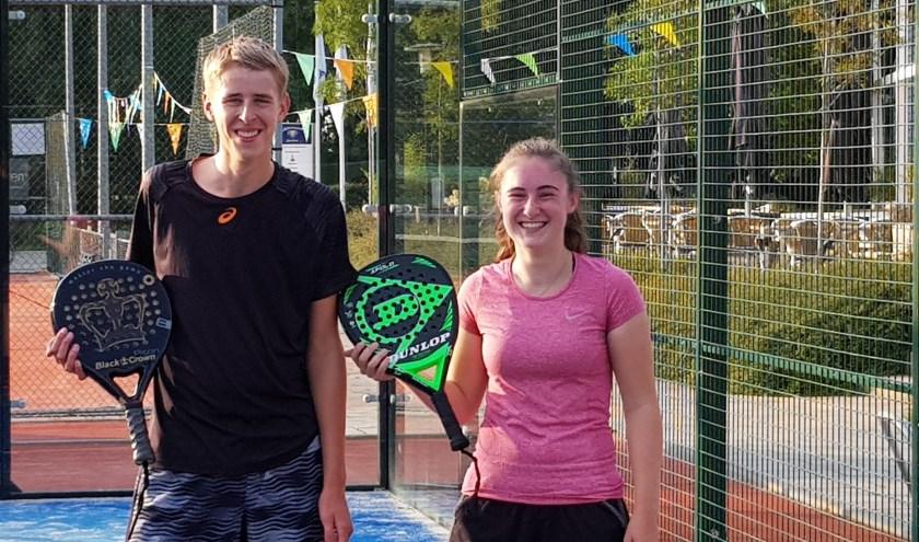 Mark Bogers en Tessa Nikkelen van Keltenwoud doen mee aan de jeugd-WK padel in Spanje.(foto: Rianne Bogers)