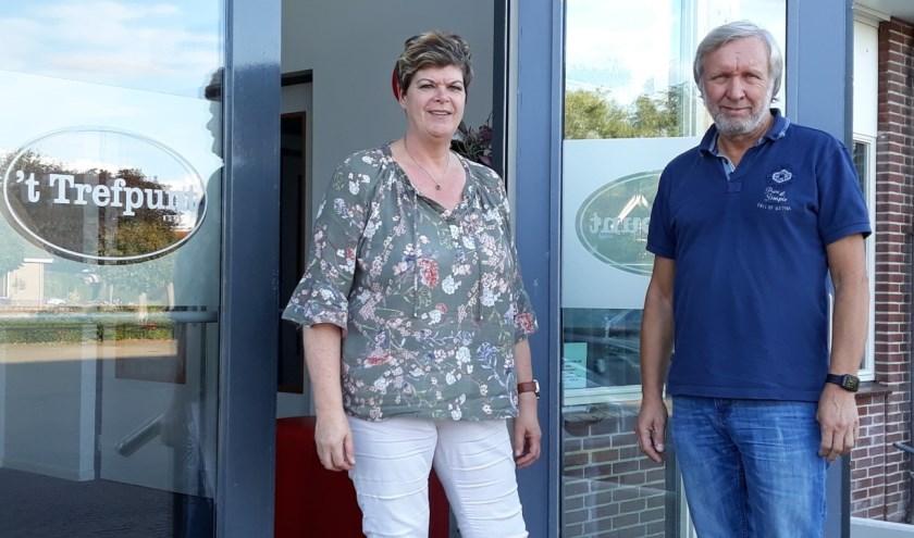 Ellen Thomassen en Hans Snellenburg voor  't Trefpunt. (Foto Elly Bruns)