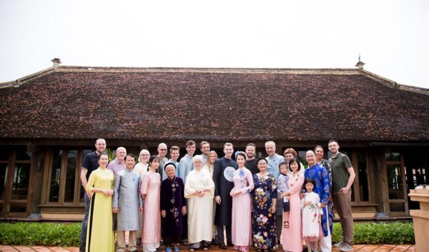 Met de hele Vietnamese familie op de foto