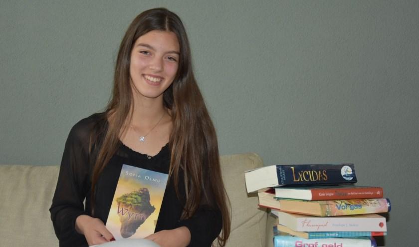 Sofia met haar boek Wyrn