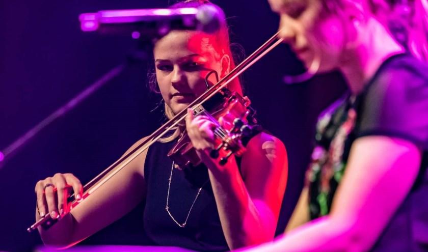 Anika & Celeste treden op in Vriezenveen. Foto: Marcel Krijgsman
