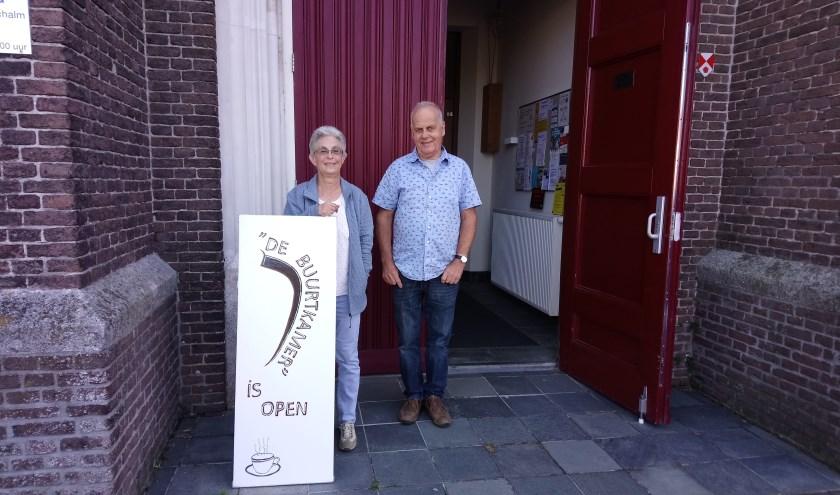 Vrijwilligers van de buurtkamer Mariëtte Spitters en René Schepers.
