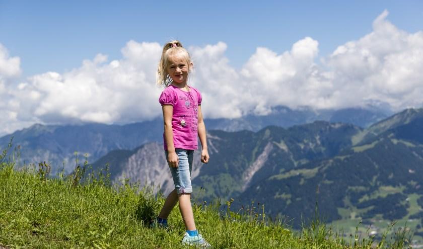 Isa Toet uit Waalwijk is de Jarige van de Week. Zaterdag viert zij haar zevende verjaardag.