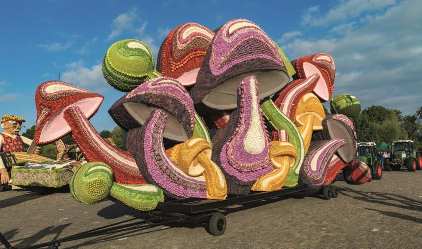Een fruitcorsowagen vol paddenstoelen. Het ontwerp Paddo's door Paul Zwaan voor Maas en Waal won in 2018 de tweede prijs. (Foto Jan Bouwhuis)